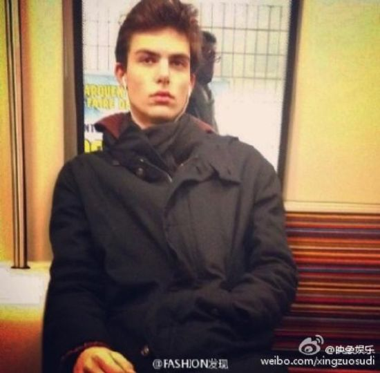 英国大批被偷拍的地铁帅哥帅照引发网络疯传