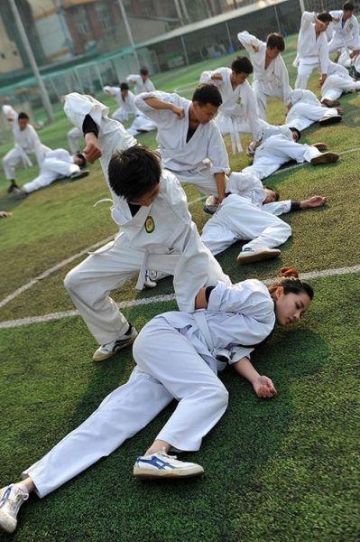 越南美女警花打拳萌萌哒