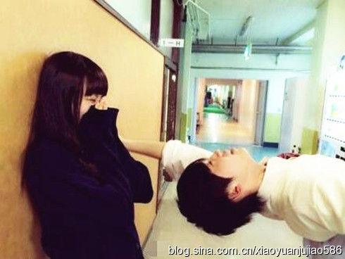 日本小学女生大胆恋爱尺度背后组图
