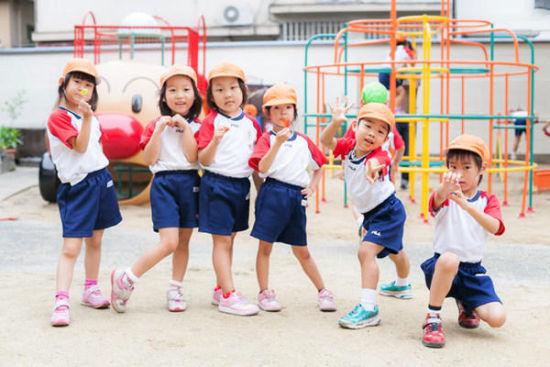 组图:日本小朋友怎样度过幼儿园的一天(6)