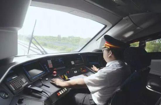 佳木斯 佳木斯新闻 正文    8月中上旬,哈齐客专开通在即,届时哈尔滨