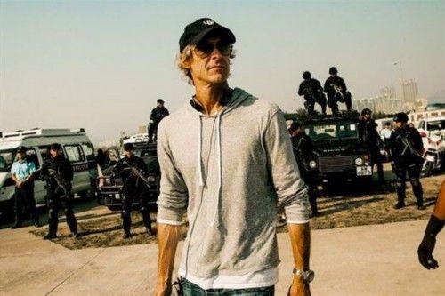 好莱坞著名导演迈克尔-贝计划裸捐5亿美元