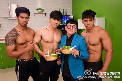 泰国帅哥肌肉男开面馆