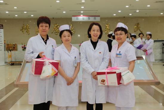 护士资格�y.i_国际护士节——哈尔滨市第一医院营造爱\