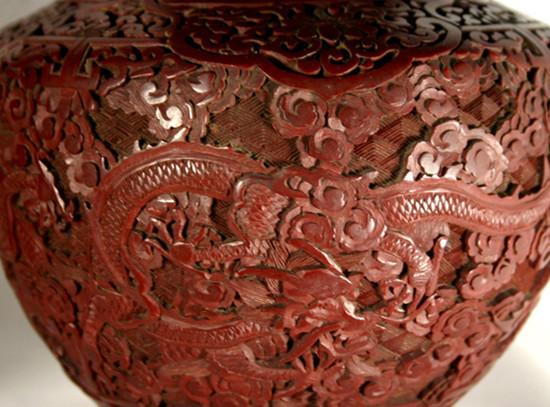 常熟工艺特产花边与红木雕刻